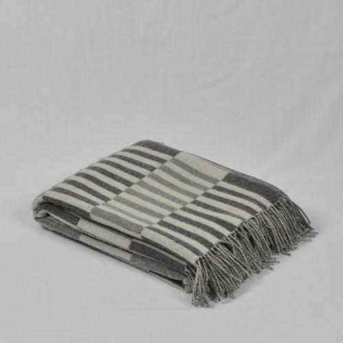 """""""Arina 4-01"""" white/gray double-sided merino wool throw"""